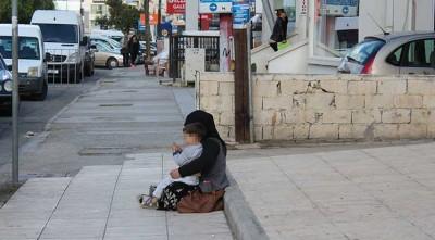 Попрошайки изводят туристов в Никосии, полиция бездействует