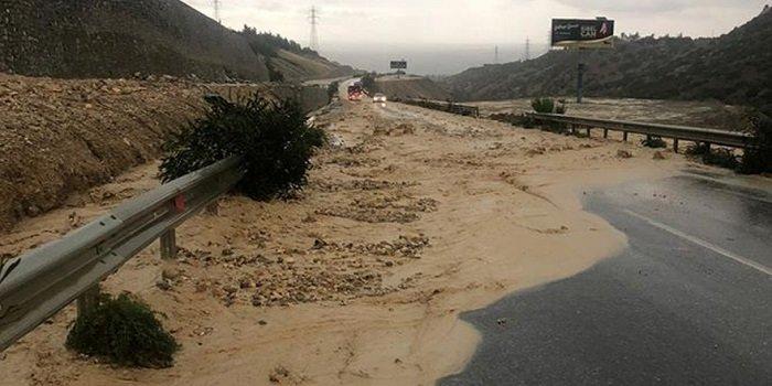 Многие дороги были закрыты из-за проливных дождей