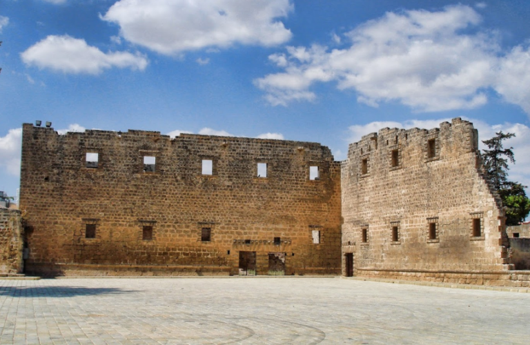 Руины дворца Палаццо-дель-Проведиторе в Фамагусте