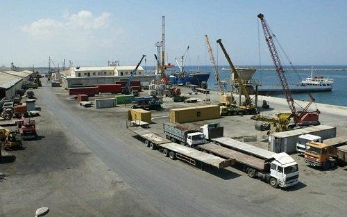 Работники в порту бастуют из-за отсутствия защиты от коронавируса