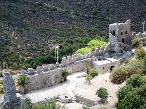 В замке Святого Илариона вспыхнул пожар