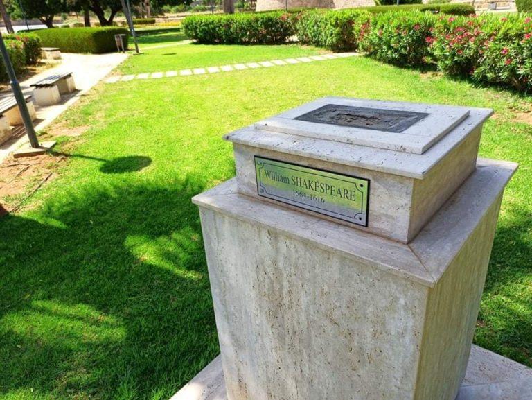 Начато расследование пропавшей статуи Уильяма Шекспира в Фамагусте